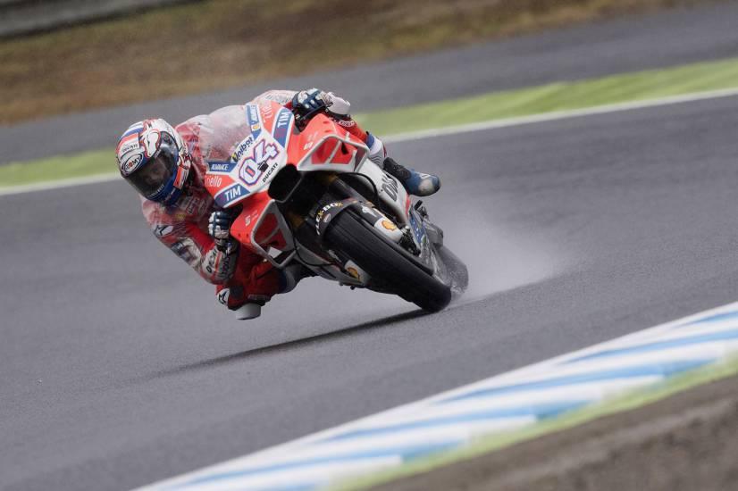Dovizioso show sotto la pioggia: Marquez battuto all'ultima curva